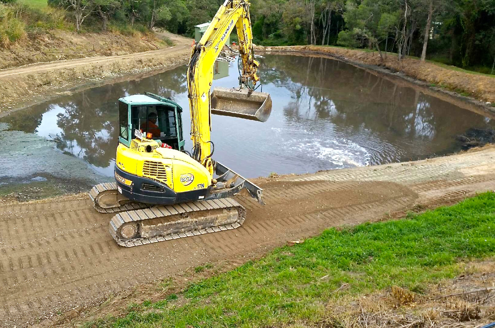 Dam excavating and dam cleaning