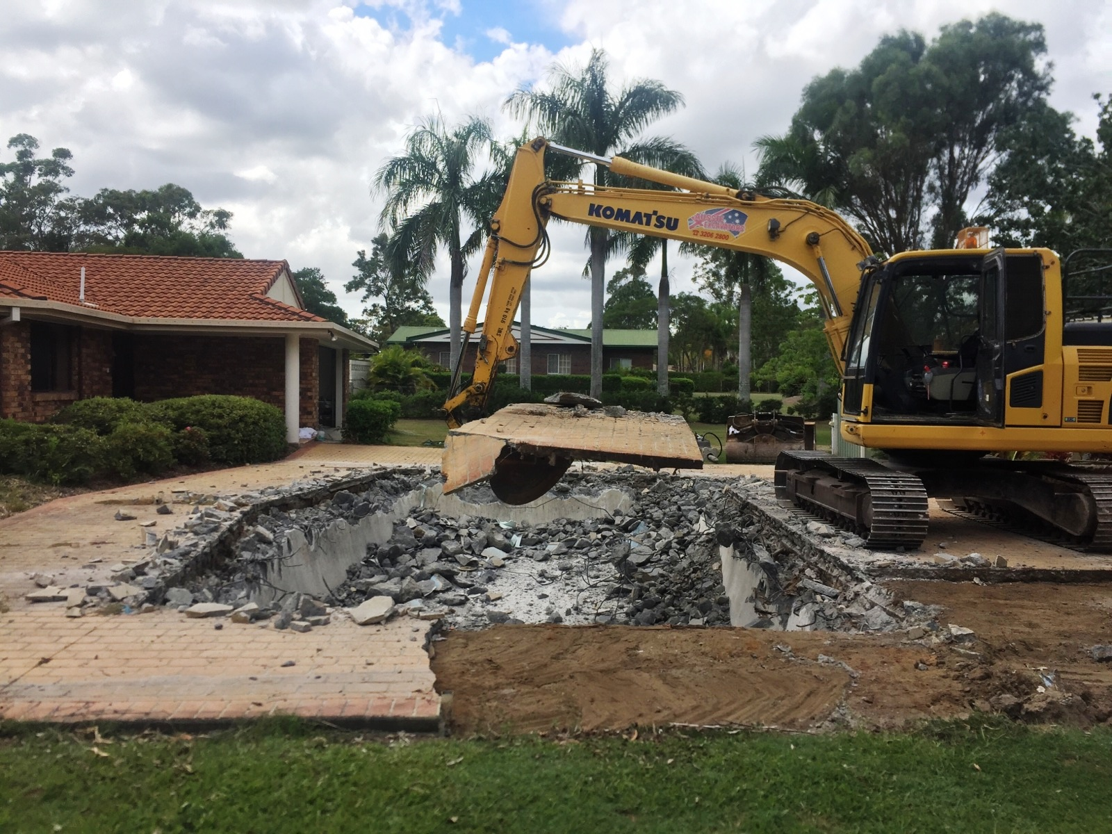 plant equipment hire - excavators brisbane